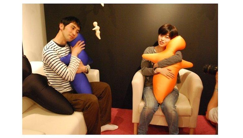 hugvie-on-couch-w782
