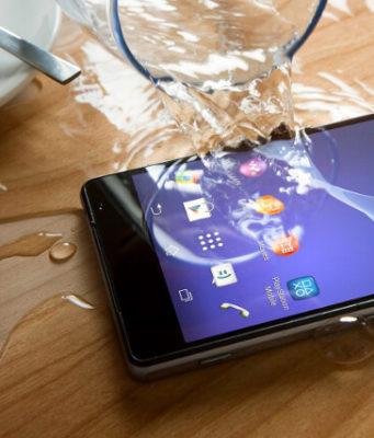 Telefonul scăpat în apă